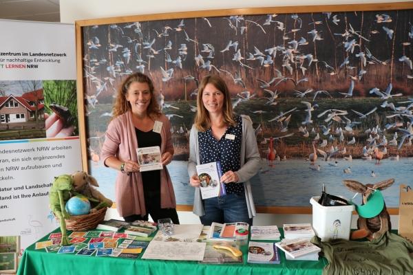 Dr Stefanie Bölting und Bettina Hüning beraten bei der Bildung für Nachhaltige Entwicklung 2 IMG_6181